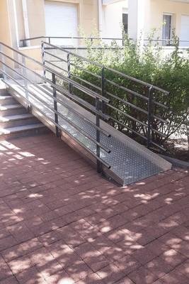 rampe d'escalier pour contenaire