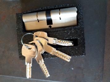 Prestation de service  cliquez  pour voir les autres prestation ici un barillet avec ses clés